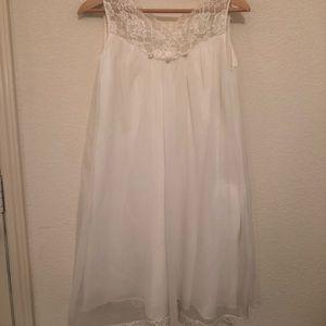 Other - Vintage White Sleeveless Nightgown